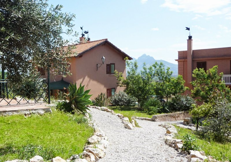 Porticello Holiday Home Sleeps 16 with Pool Air Con and WiFi - 5226933, holiday rental in Porticello