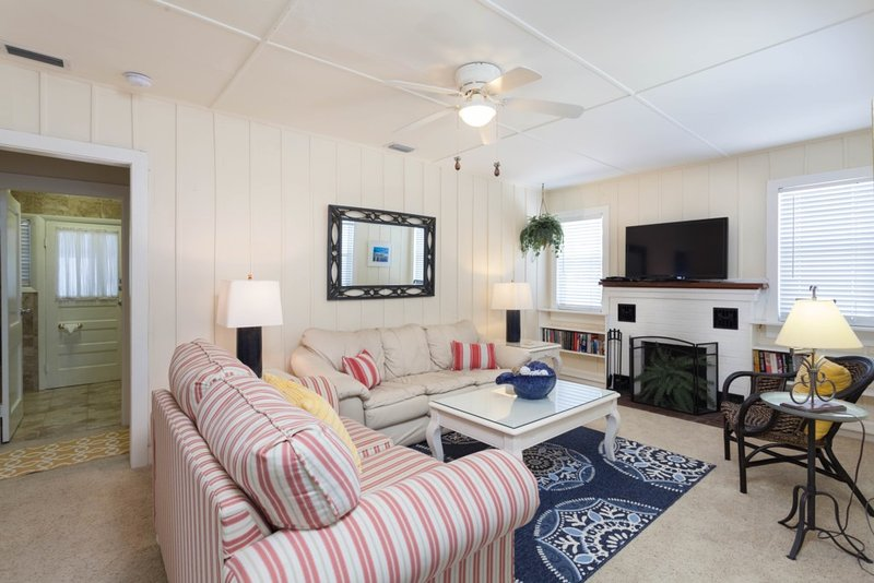 Sandy Bottoms - Wkly, holiday rental in Fort Myers Beach