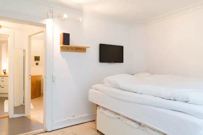 Central, Fully equipped & bright Apartment. Near Christiania and Shops, location de vacances à Taarnby Municipality