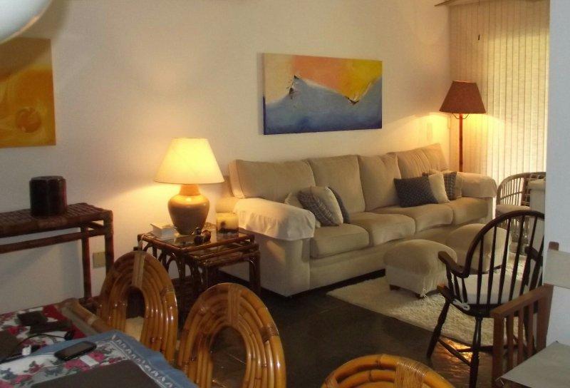 Apartamento de tres dormitorios -Guarujá - Enseada, location de vacances à Guaruja