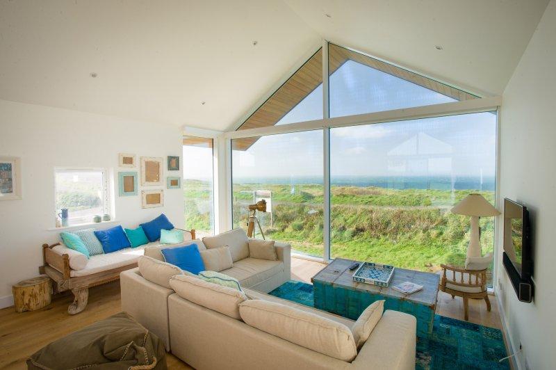 Bella Cliff Top casa sulla spiaggia con vista spettacolare sul mare e dolci colline e campagna