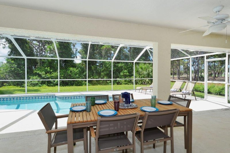 Lanai with table and chairs