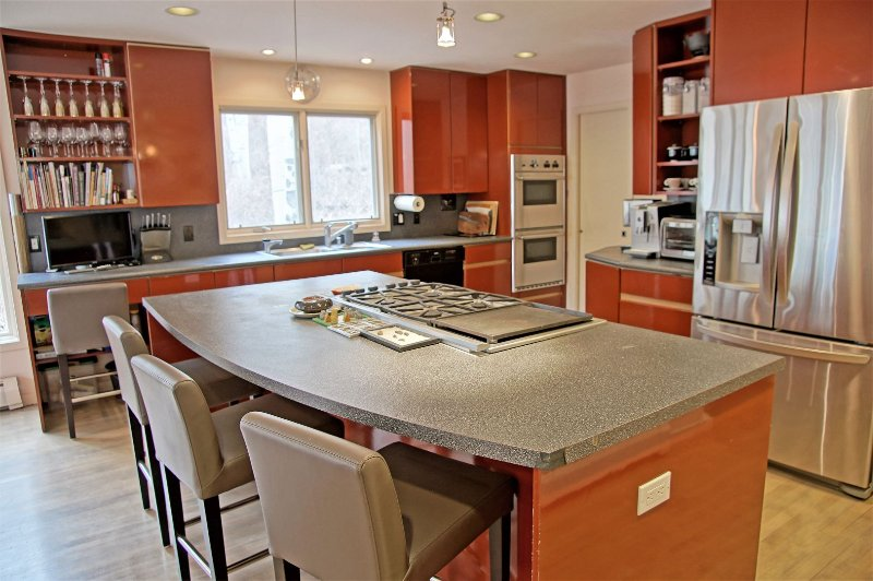 Modern and Fully Stocked Kitchen