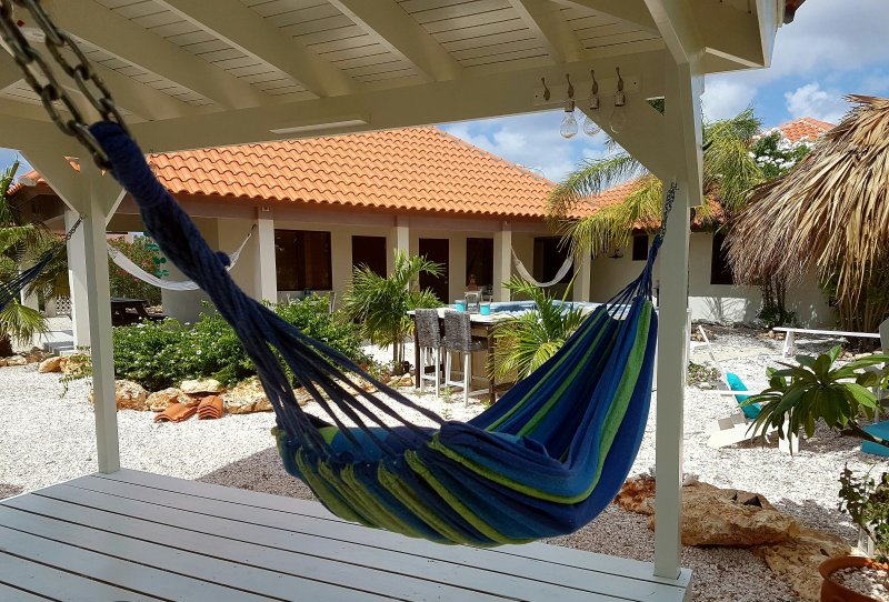 Hammock Studios; just 1 minute from one of the best beaches on Bonaire!, holiday rental in Belnem
