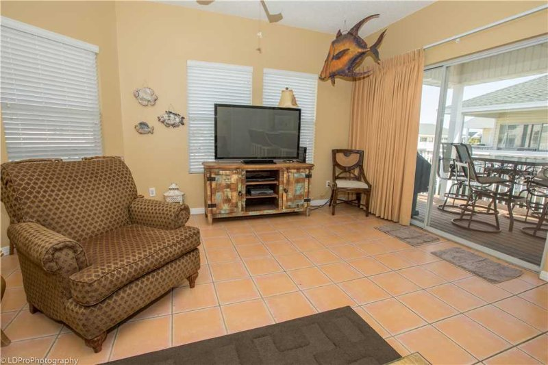 Couch,Furniture,Indoors,Room,Entertainment Center