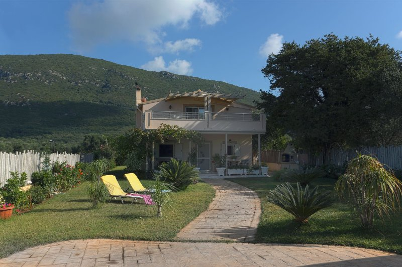 Villa Teo - 4 bedrooms with private pool & Wi-Fi !!!, holiday rental in Halikounas