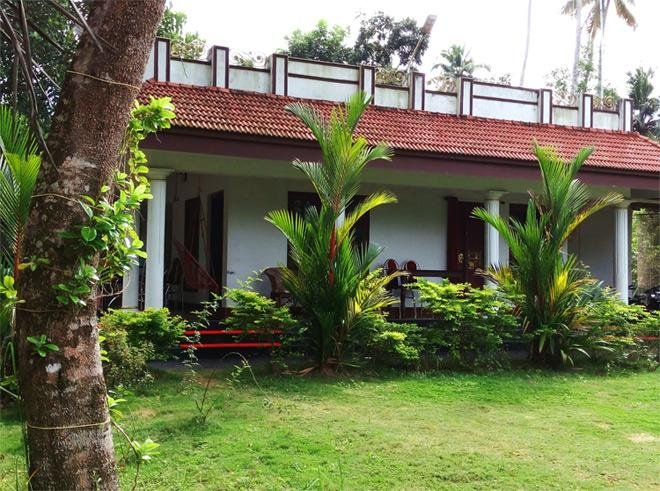 Angels Homestay Mararikulam - Room 4, vacation rental in Athirappilly