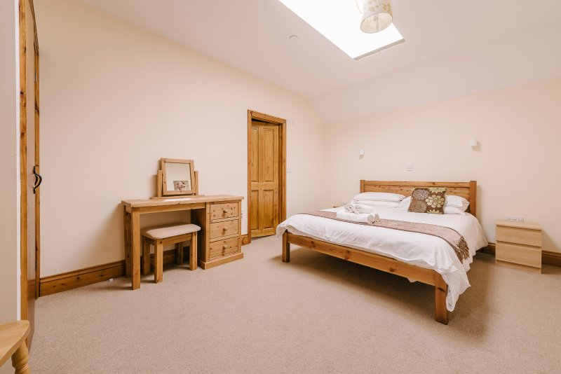 King en suite bedroom