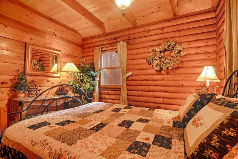 Home Decor,Quilt,Bedroom,Indoors,Room