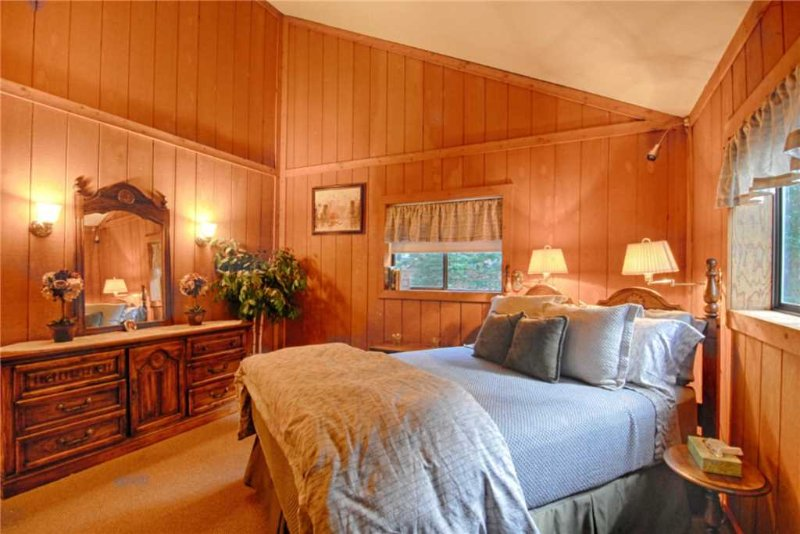 Cabinet,Furniture,Sideboard,Couch,Bedroom