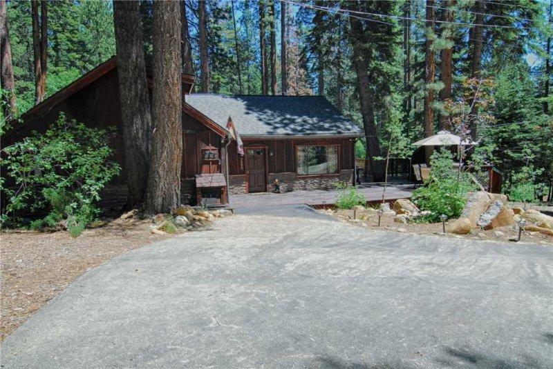Building,Cottage,Tree,Cabin,Shelter