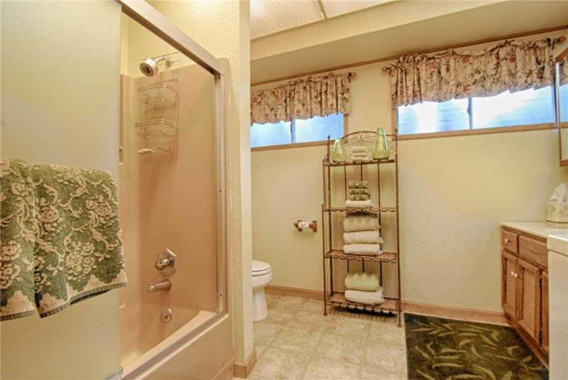 Carpet,Home Decor,Indoors,Room,Bathroom