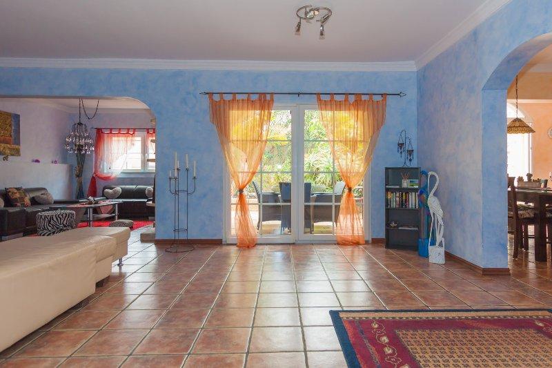 Ferienhaus mit beheiztem Whirlpool im tropischen Garten, holiday rental in Chayofa