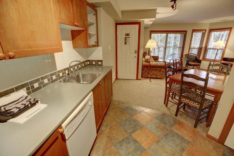 Toneladas de encimeras en las cocinas totalmente equipadas.