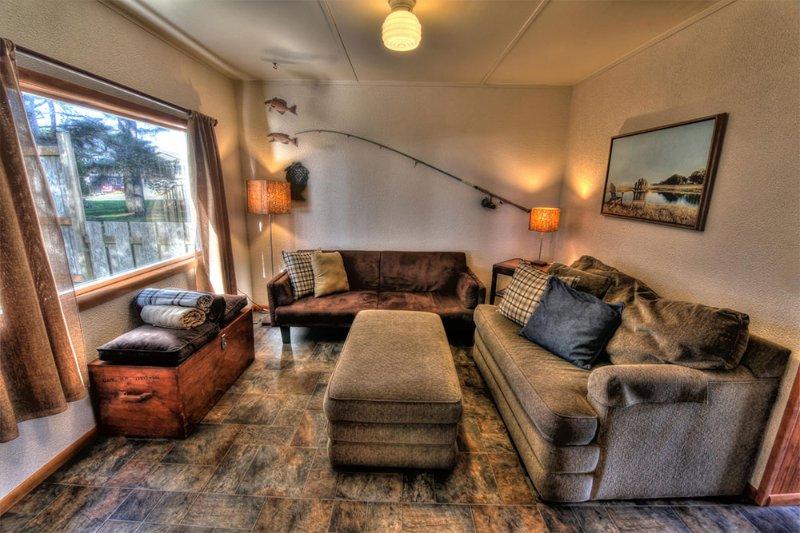 Lumière du soleil, mobilier confortable et style dans la crique des pêcheurs.