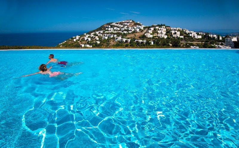 Casa Jolie Villa Close to Yalikavak, Shared Infinity Pool, Fabulous Sea Views, vacation rental in Yalikavak