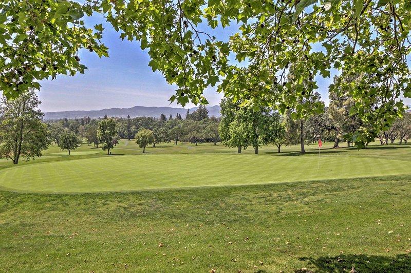 Godetevi una tranquilla vista sul campo da golf.