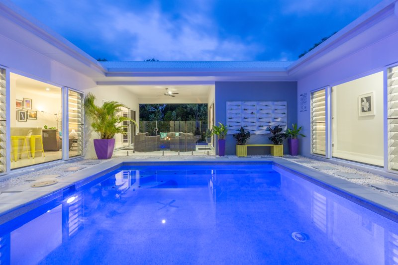Bluewater Harbour Hideaway - Private & Modern Retreat, holiday rental in Cairns Region
