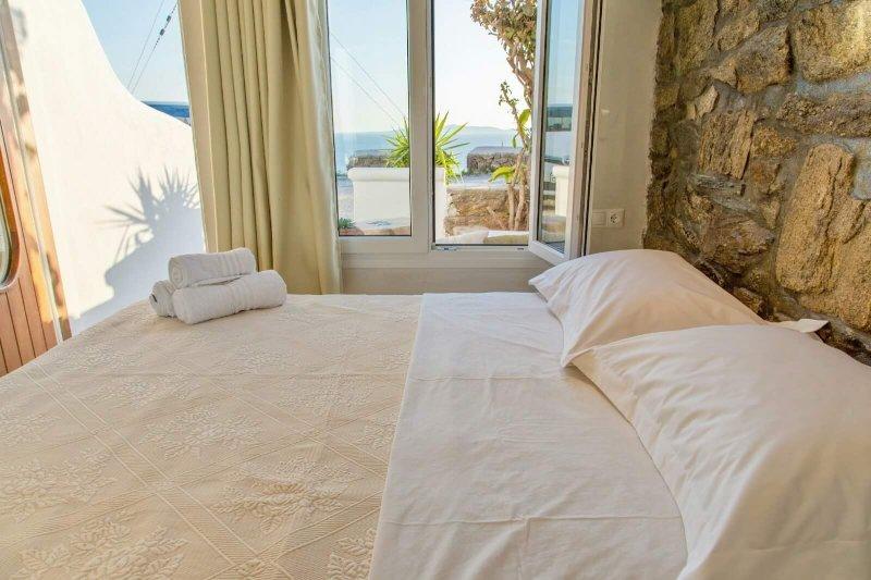 Deluxe brand new studio for 3-4 people villa elina, aluguéis de temporada em Agios Stefanos