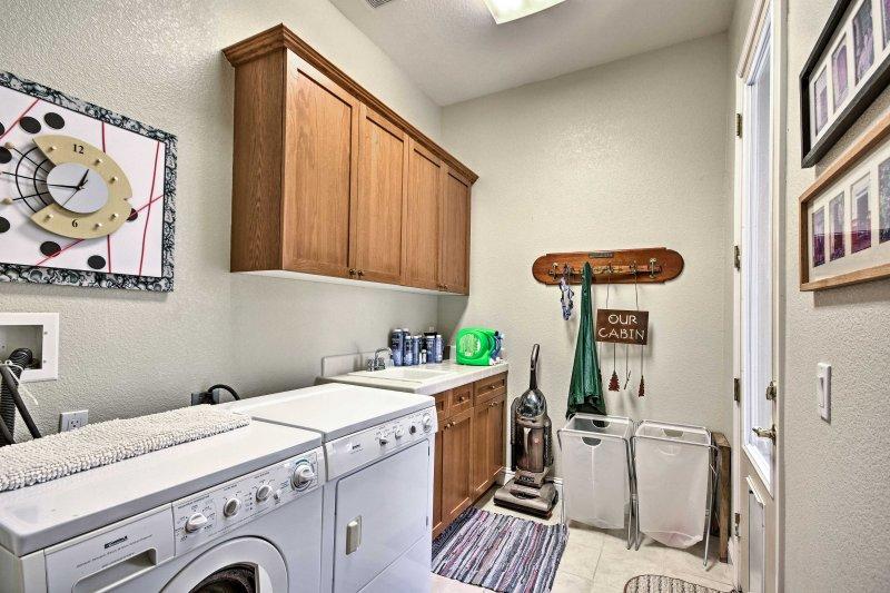 Gardez vos vêtements propres tout au long de votre séjour avec des machines à laver en unité.