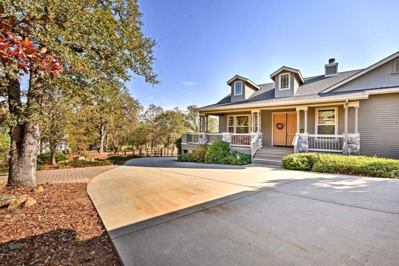 Ajoutez un peu de plaisir à votre prochain voyage lors de votre séjour dans cette maison à Angels Camp.