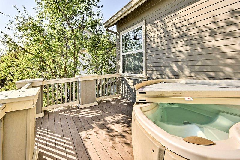 Venez séjourner dans cet 3 lits, vacances maison de location 2-bain à Angels Camp, Californie.