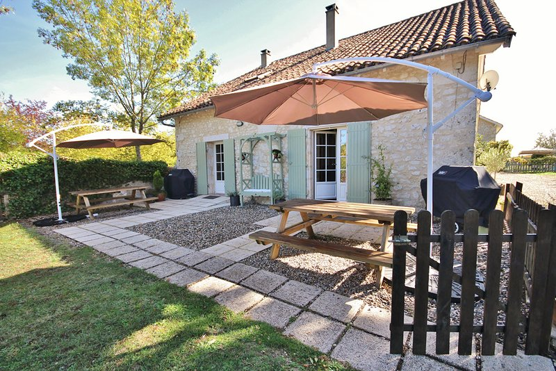 Saint-Julien-d'Eymet Villa Sleeps 4 with Pool - 5454509, vacation rental in Pomport