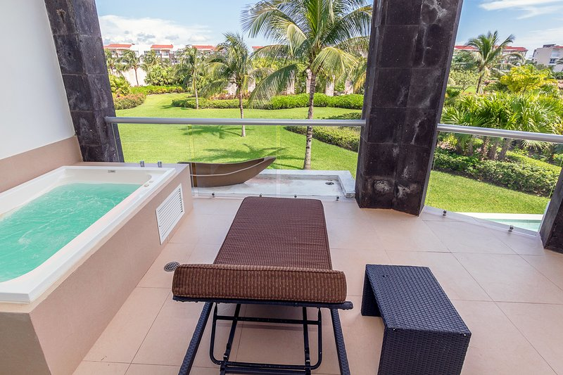 patio privato con vista sulla piscina