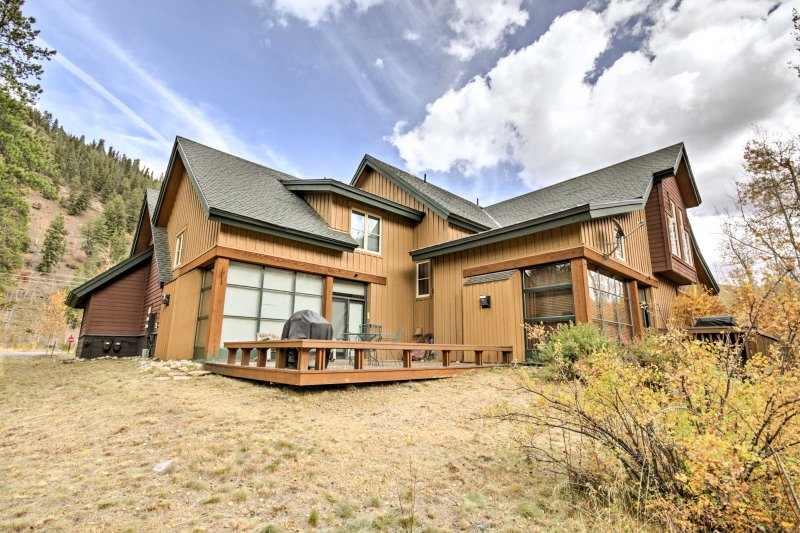 Escape to the Rocky Mountains for a memorable Keystone getaway at this spacious 2-bedroom, 3-bath vacation rental townhome.