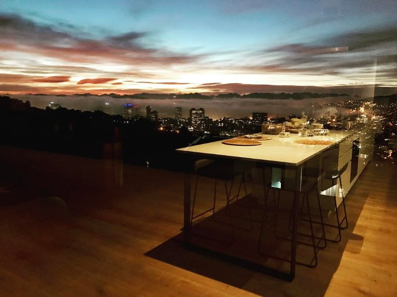 CLOUD 9 - Ultra modern house with world class views in Cape Town, vacation rental in Cape Town Central