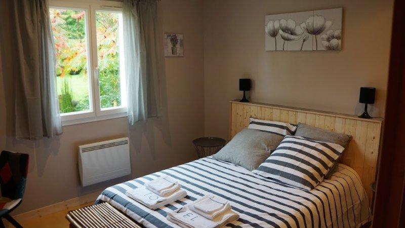 Jolie chambre dans endroit calme et verdoyant, vacation rental in Chateau-Chervix