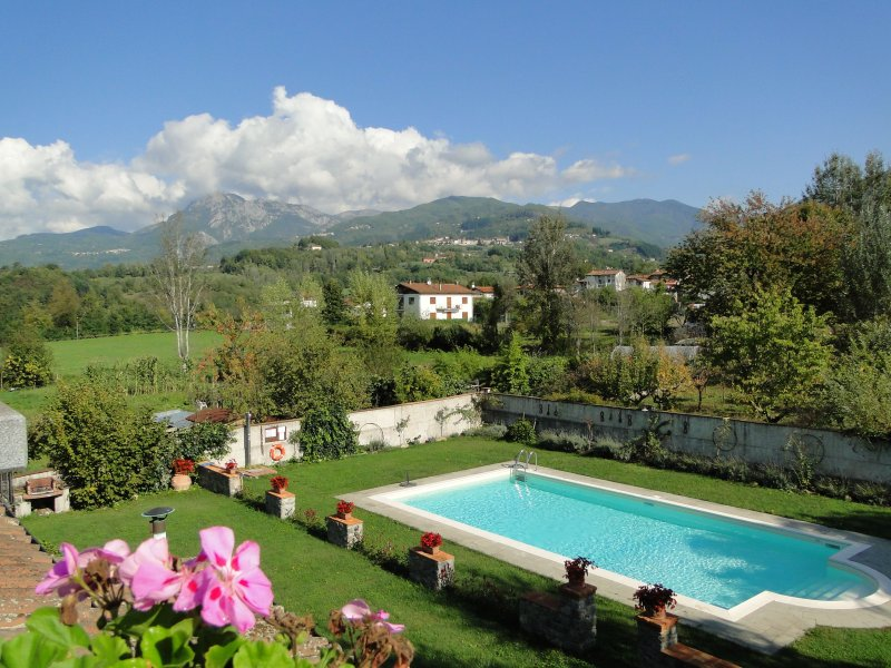 Borgo Fosciana - private pool, walk to restaurant, ideal for large group, WIFI, vacation rental in Pieve Fosciana