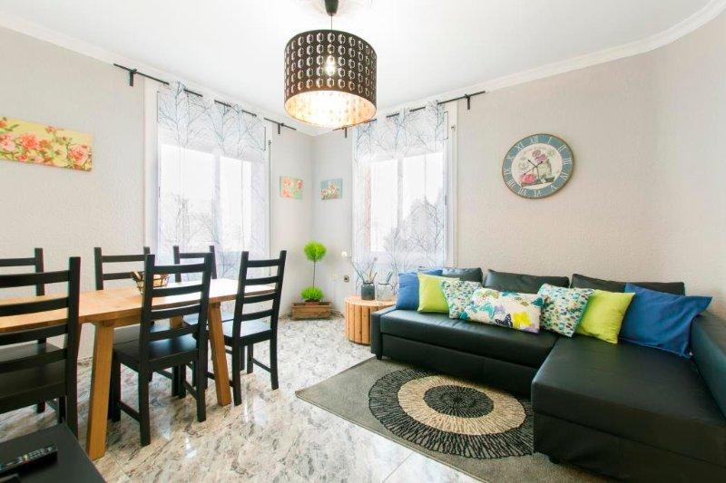 L'H 1 Spacious apartment near Camp Nou, vacation rental in Cornella de Llobregat