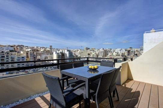 Spinola Bay Seafront Duplex Penthouse, location de vacances à Saint Julian