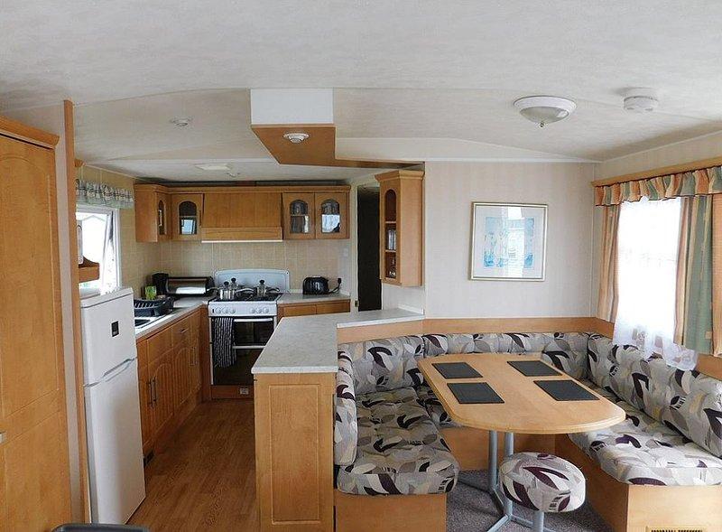 STATIC 8 BERTH CARAVAN TO RENT IN EAST MERSEA ISLAND, location de vacances à Mersea Island