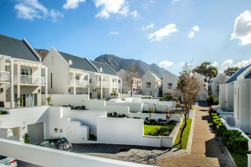Modern Townhouse in the Vineyards!, vacation rental in Tokai