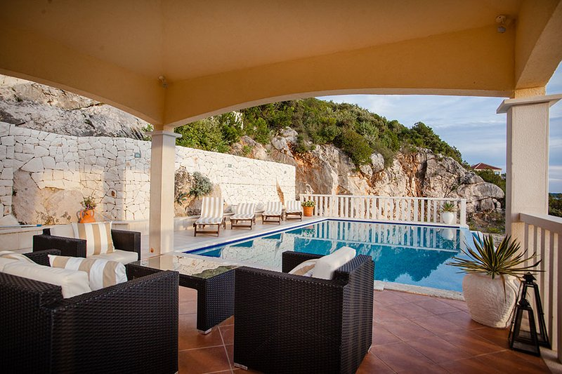 PANORAMIC SEA VIEW VILLA FOR RENT IN VINISCE