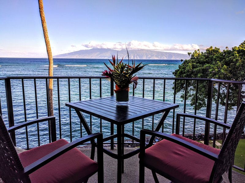 ★Fun Upscale Oceanfront Condo with Awesome Panoramic Views★, holiday rental in Napili-Honokowai