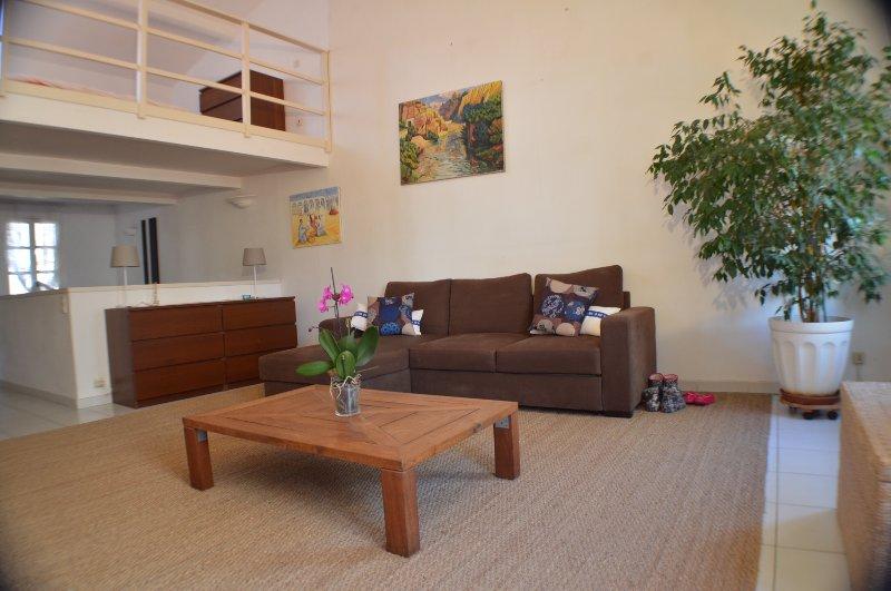 Magnifique Studio/Loft de caractère avec terrasse au coeur de la vieille ville, vacation rental in Ajaccio