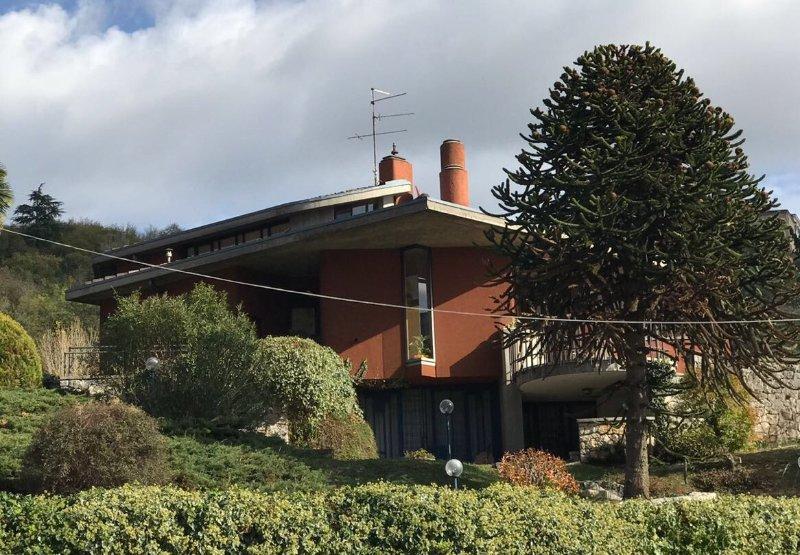 Villa GioNe , villa di ampia metratura immersa nel verde a pochi km dal centro, holiday rental in Quinto di Valpantena
