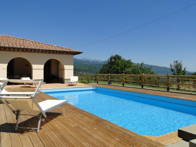 Splendida, new detached villa, private pool, unrivalled views, WIFI,, vacation rental in Pieve Fosciana