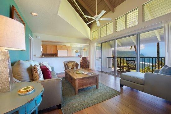Das schlanke Haus verfügt über 2 Schlafzimmer, 2 Bäder, einen Bonus Loft und Schlafmöglichkeit für 6!
