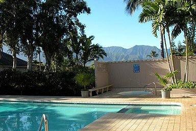 Entspannen entlang des Pools, wenn Sie eine Pause von den salzigen Meereswellen benötigen.