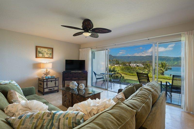This 1-bedroom, 1-bath condo features beautiful ocean views.