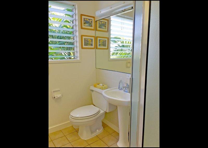 Lávese los pies de arena en este cuarto de baño.
