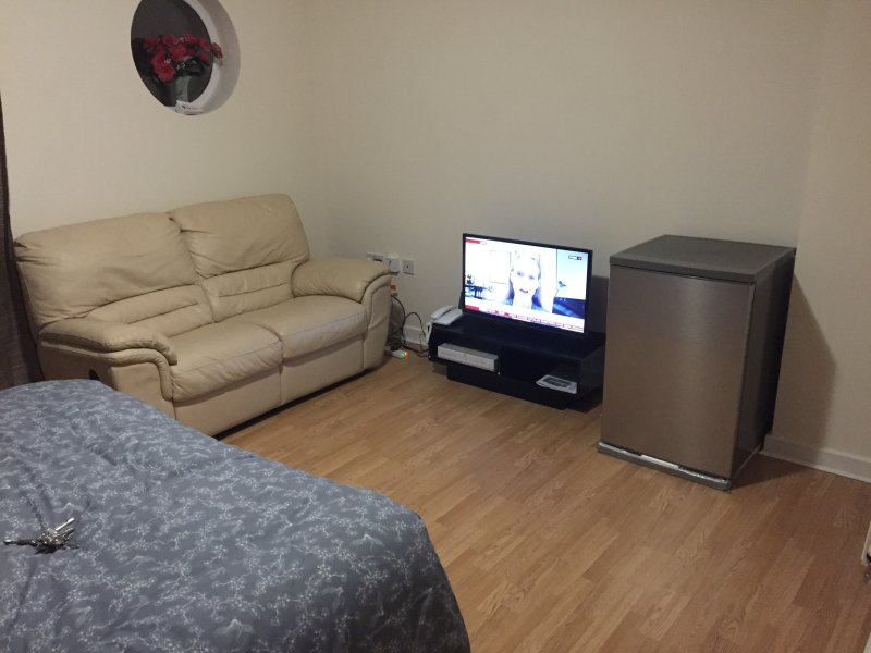 Fully Furnished Double Bedroom in a New Build Townhouse, vacation rental in Welling