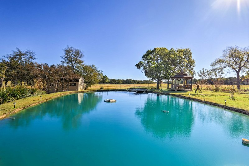 Stroll around the private property or fish at the peaceful pond and enjoy the beautiful Texas weather.