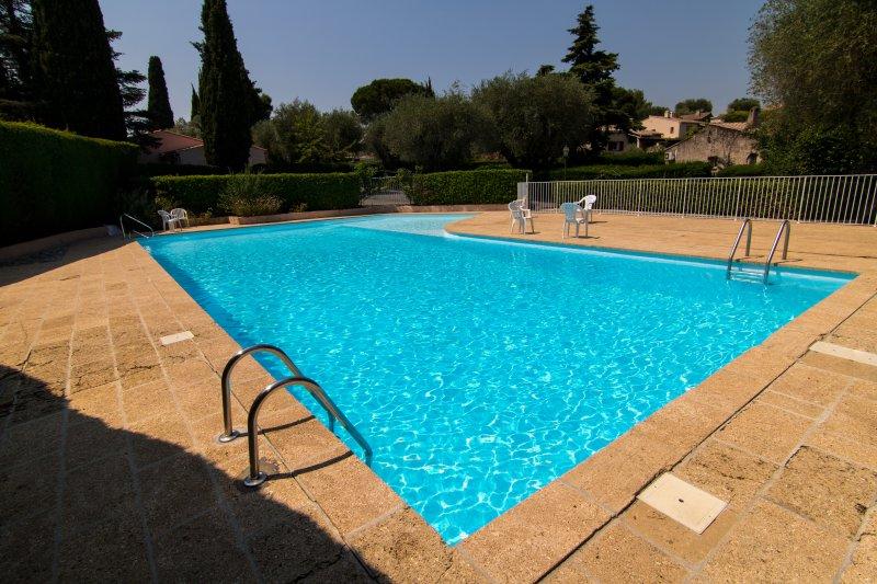 Groot gemeenschappelijk zwembad