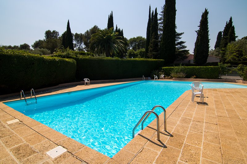 Bella ♥Cannes Villa♥,★Terraces and Garden★, Full AC, +++Parking, vacation rental in Cannes