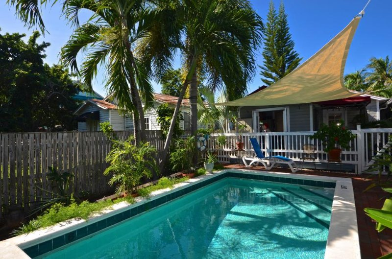 Breezy Florida Home With Shared Swimming Pool Dog Friendly Walk To Beach